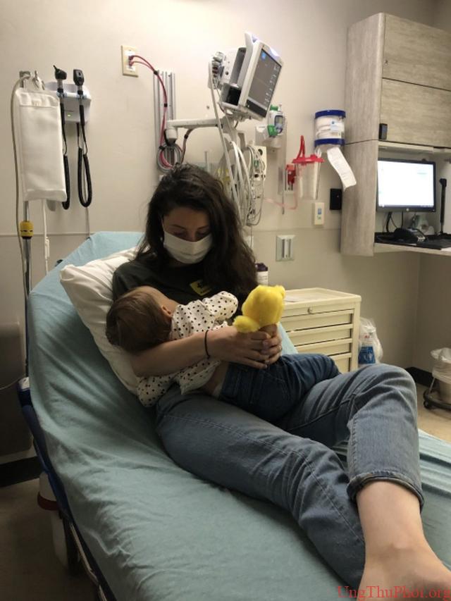 Bé gái 1 tuổi mắc ung thư hiếm chồng chất khó khăn vì Covid-19 - 4