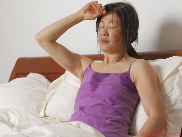 Ngủ phòng mát lạnh vẫn đổ mồ hôi ướt đẫm có thể là dấu hiệu ung thư máu - 2