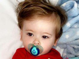 Đau bất thường mỗi khi chải tóc, bé 1 tuổi được phát hiện mắc ung thư máu - 1
