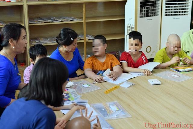 Lớp học Hạnh phúc trong Bệnh viện K dành cho bệnh nhi ung thư - 2