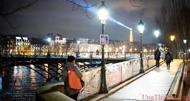Phát hiện mới: Ánh đèn về đêm có thể làm tăng nguy cơ mắc ung thư vú - 1