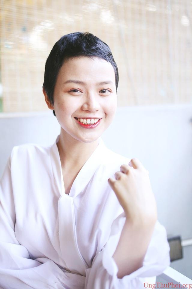 Nữ sinh Ngoại thương mắc ung thư vú tái xuất xinh đẹp và đầy nghị lực - 1