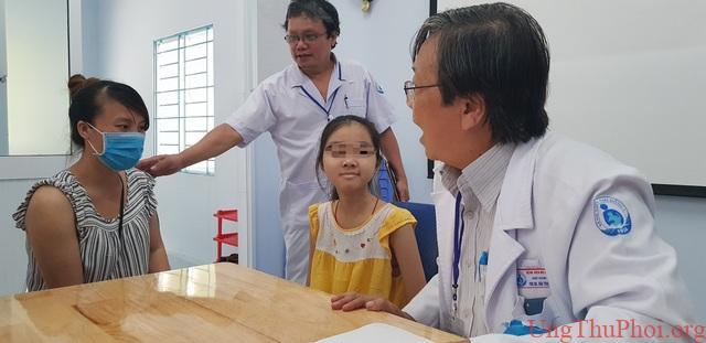 Khối u ác tính khiến bé gái mất gần hết 2 bên phổi - 1